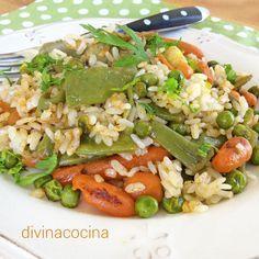 Esta receta de arroz con verduras es sencilla y sabrosa. En la preparación debes evitar verduras de poca cocción como espinacas, calabacines, berenjena... porque pueden deshacerse con la cocción del arroz.