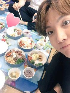 J-Hope ❤ 잘 먹고 힘내쑴!!!!!!!!! 감사해여~~~  #BTS #방탄소년단 #아미 / We'll eat well, thank you.