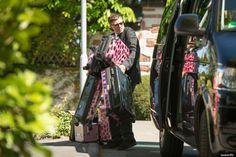 Der Chauffeur (Sascha von DieAussenseiter) scheint mit Jessys Gepäck leicht überfordert