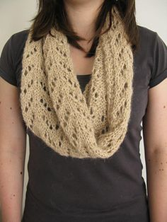 Etive Cowl knitting pattern by Littletheorem on Ravelry.
