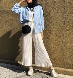 Hijab Fashion 853432198122953469 - Trendy Fashion Hijab Casual Beautiful Ideas Source by csimptica Modern Hijab Fashion, Street Hijab Fashion, Hijab Fashion Inspiration, Muslim Fashion, Modest Fashion, Trendy Fashion, Fashion Outfits, Style Fashion, Fashion Ideas