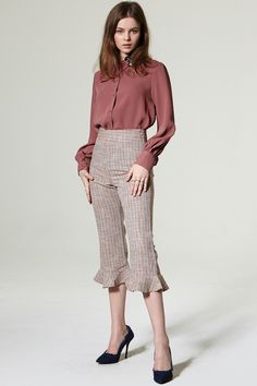 Dula Check Ruffle Pants Discover the latest fashion trends online at storets.com