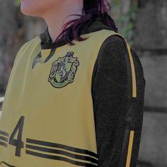 Hogwarts Uniform, Hufflepuff Pride, Castle In The Sky, Hogwarts Houses, Harry Potter Universal, Saga, Oc, Universe, Aesthetics