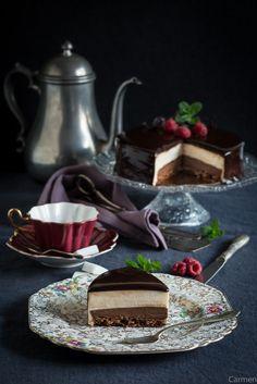 Tarta de mousse de chocolate blanco con glaseado brillante. - No quieres caldo? ... Pues toma 2 tazas.