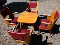 Mały zestaw konferencyjny: 4 fotele +stolik, Oparcie wykonane jest ze sklejki fornirowanej jesionem,  nogi i podłokietniki - buk lub brzoza, tapicerka - skaj - polski Design