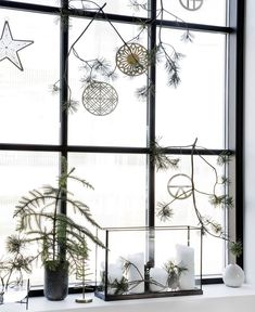 Christmas Trends - Colors, Designs and Ideas - Interior . Christmas Trends - Colors, Designs and Ideas - Interior . Christmas Trends - Colors, Designs and Ideas - InteriorZine , Christmas Decorating T Scandinavian Christmas, Modern Christmas, Scandinavian Home, Christmas Design, Christmas Colors, Beautiful Christmas, Wall Christmas Tree, Christmas Wreaths, Christmas Decorations
