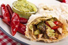 mexican chicken and beef fajitas Bean Burritos, Chicken Burritos, Guacamole, Food Network Recipes, Cooking Recipes, Healthy Recipes, My Favorite Food, Favorite Recipes, Beef Fajitas