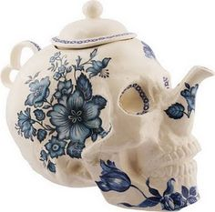 I'm posting this under food porn due to the sheer volume of loose leaf Irish Breakfast I drink...is this not THE COOLEST teapot!!!