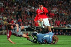 Man Utd 2 Bayern Munich 1 in May 1999 in Barcelona. Oliver Khan gets the ball ahead of Ryan Giggs with Michael Tarnat diving out of the way in the Champions League Final.