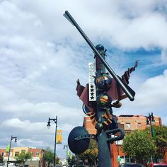 I see this sculpture everyday when I walk up to work and I always think about stopping to take a photo. ;) So today I did. Here's a cool sculpture in #OldTown. I'd have stopped to read about it but then I might be late. So enjoy this #wichitawesome art.