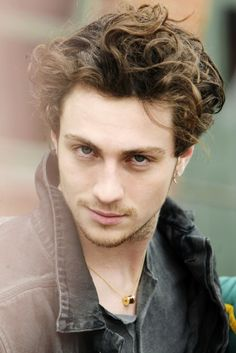 Aaron Taylor-Johnson  good lord you are pretty !