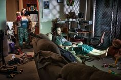 In his series of untitled photographs Nobody Claps Anymore, the Mexican-American photographer Alec Dawson portrays ordinary people in their homes in a downbeat… Gregory Crewdson, Cinematic Lighting, Moving Photos, Forced Perspective, Cinematic Photography, Editorial Photography, Glamour Shots, Fine Art Photo, Photo Art