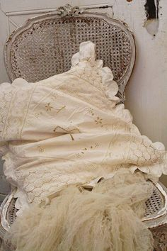 Vintage Shabby Chic, Shabby Chic Style, Vintage Decor, Cream And White Bedroom, Old Pillows, Pearl And Lace, Linens And Lace, Vintage Textiles, Country Chic