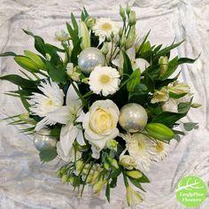 White Christmas Flower Bouquet White Christmas, Bouquets, Table Decorations, Flowers, Home Decor, Products, Decoration Home, Bouquet, Room Decor