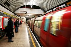 10 cose da sapere sulla metropolitana di Londra - A mum in London. London with kids and family travel tips London Underground Tube, Underground Railroad, Oyster Card, Camden, Metro Travel, Travel Guides, Travel Tips, Travel 2017, Free Travel