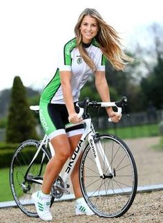 Vogue Williams tells why a good gossip in the saddle beside her sister on a fine day beats a gym workout Bicycle Women, Bicycle Girl, Scooter Motorcycle, Female Cyclist, Thing 1, Cycling Girls, Health And Wellbeing, Sport Bikes, Photo Poses