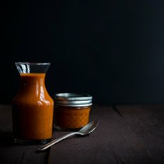 This All Purpose Roasted Tomato Vinaigrette is perfect for using on salads, eggs, sandwiches and even meat!