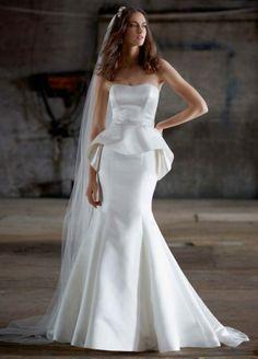 Vestido de novia 2014 con silueta peplum asimétrica - Foto David's Bridal