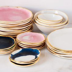 Lindsey Emery, pottery maker sent from heaven. Beautiful organic looking pottery plates and bowls with gold edges Ceramic Plates, Ceramic Pottery, Assiette Design, Cerámica Ideas, Decor Ideas, Keramik Design, Deco Table, Decoration Table, Kitchenware
