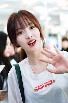 Kpop Girl Groups, Korean Girl Groups, Kpop Girls, Voice Type, Gfriend Yuju, G Friend, Ulzzang Boy, Airport Style, South Korean Girls