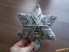 Star newspaper of tubules Newspaper Basket, Newspaper Crafts, Snowflake Craft, Stars Craft, Recycled Paper Crafts, Handmade Crafts, Paper Recycling, Handmade Christmas, Journaling