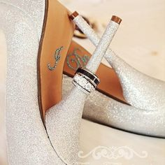 Cute Picture: Put Your Rings onto Her Shoes
