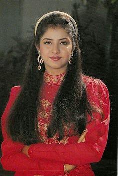 Divya bha rti S Beautiful Girl Indian, Most Beautiful Indian Actress, Beautiful Long Hair, Beautiful Saree, Beautiful Gorgeous, Vintage Bollywood, Beautiful Bollywood Actress, Beautiful Actresses, Beauty Full Girl
