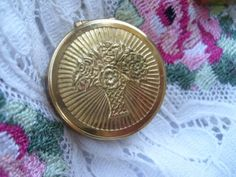 Ohhh antique Cara Nome Compact! The cat's meow