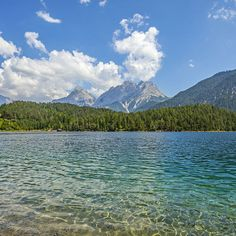 Blick vom Blindsee zur Zugspitze. Foto: Felix Richter. Medium Art, Mountains, Nature, Travel, Photos, Zugspitze, Social Media, Viajes, Traveling