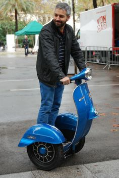 Vespa Segway, I want one of these.