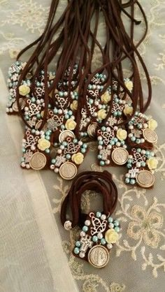 Diy Jewelry Projects, Jewelry Crafts, Beading Projects, First Communion Favors, Cute Presents, Catholic Jewelry, Fabric Beads, Fashion Jewelry, Jewelry Making