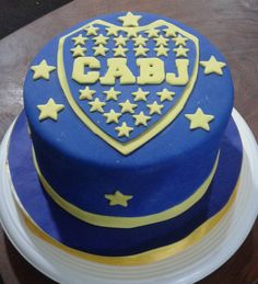Torta temática boca Juniors Candy, Desserts, Recipes, Food, Sweet And Saltines, Candy Table, Sweet Recipes, Tortilla Pie, Pastries