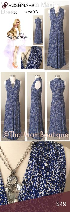 Vince Camuto Maxi Dress- size XS This is such a classic maxi dress. You gotta love a dress like this put it on an instantly your put together! Great for travel as it doesn't wrinkle. Ruched waist, v neckline what's not to  LVE. Vince Camuto Dresses Maxi