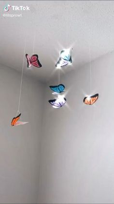 This is a video on how to make butterfly hang on your room! It's so cuteee! Cute Bedroom Decor, Room Ideas Bedroom, Girls Bedroom, Budget Bedroom, Bedrooms, Diy Room Decor Videos, Butterfly Room, How To Make Butterfly, Butterfly Wall Decor