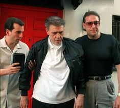 Chin Gigante and his sons Vincent Esposito (L), and Andrew Gigante. Vincent was arrested early 2018 for his alleged involvement in Union racketeering. Vincent Gigante, Italian Mobsters, Mafia Game, Max Payne, Be The Boss, Gangsters, The Godfather, Great Photos, Nostalgia