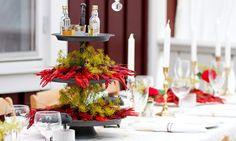 Leta du efter fina och roliga dekorationer till din kräftskiva? Här är 10 roliga idéer du enkelt kan fixa själv – från bordsplaceringar till servering, pynt och hattar. Swedish Traditions, Low Country Boil, Find Furniture, Tablescapes, Table Settings, Sweet Home, Fat, Table Decorations, Party Party