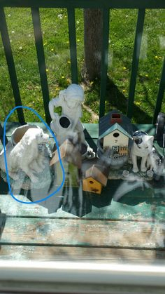 Dog to the left before pic, forgot to take close up pic before painting, also same thing with the bird houses