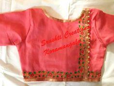 Simple blouse back neck design patterns - Kurti Blouse Simple Blouse Designs, Saree Blouse Neck Designs, Stylish Blouse Design, Choli Designs, Designer Blouse Patterns, Design Patterns, Blouse Models, Collor, Work Blouse