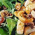 Pour 2 personnes, il faut : 500 g de calamars moyens (poids net, nettoyés) 1 petit morceau de piment rouge, vert ou d'espelette c'est...