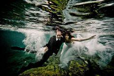 Trash the dress! Underwater creative photo shoot in Daalarna