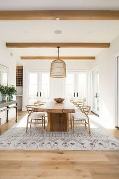 A modern farmhouse dining room might just be the dining room design of your dreams. A farmhouse dining room is a gorgeous dining room design that has a very bright tone. It is a combination of a traditional dining house… Continue Reading → Home Design, Design Ideas, Design Trends, Colour Trends, Design Projects, Key Design, Blog Design, Wood Projects, Dining Room Inspiration