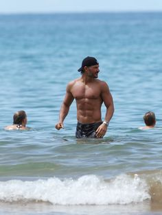 joe-manganiello-shirtless-hawaii-