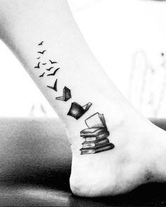 147 foot tattoo designs that will help you make a steeper impression – best tattoo ideas - Inspirierende Tattoos Tattoo Buch, Detailliertes Tattoo, Piercing Tattoo, Get A Tattoo, Tattoo Quotes, Wrist Tattoo, Shoulder Tattoo, Tattoo Pain, Ankle Tattoo