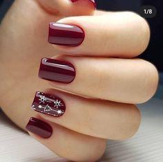 chic winter nail designs for short nails 12 ~ Modern House Design Christmas Gel Nails, Holiday Nails, Christmas Snowflakes, Fabulous Nails, Gorgeous Nails, Stylish Nails, Trendy Nails, Nagellack Design, Fingernail Designs