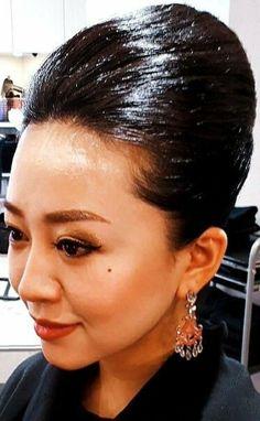 Helmet Hair, Retro Hairstyles, Wet Hair, Hairspray, Updos, Asian Beauty, Female, Hair Dos, Hair Styles