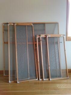暑くなってきましたね。窓を開けて、心地よい風を部屋に通したいですね。 ですが、残念ながら我が家の窓には標準的な網戸がつけられません。。。そこで窓の雰囲気に合う木枠網戸を自作しました。