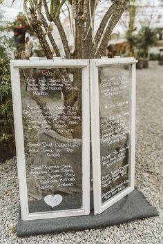 Sitzplan Hochzeit selber machen mit altem Fenster Diy Upcycling, Planer, Frame, Lisa, Wedding, Home Decor, Vintage Windows, Natural Decorating, Seating Plan Wedding