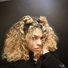 Dyed Curly Hair, Colored Curly Hair, Short Blonde Curly Hair, Long Curly, Curly Girl, Curly Hair White Girl, Blonde Curly Hair Natural, Curly Light Brown Hair, Crazy Curly Hair