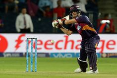 In-form Rising Pune Supergiants batsman Steven Smith becomes the fourth player to suffer injury and leave the tournament midway.