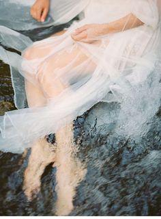 River Bridal Boudoir Shoot with JoPhoto - Hochzeitsguide